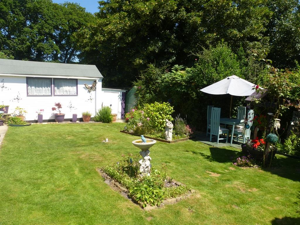 Lissett SuperLodge with a well maintained rear garden